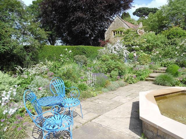 metalowe meble ogrodowe, ogród angielski