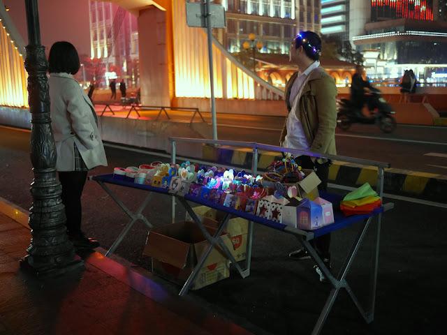 Christmas apples for sale on Qijiang Bridge in Zhongshan