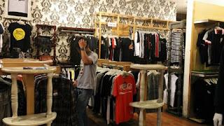 Dapatkan informasi lengkap seputar dunia clothing dan info terupdate trend fashion clothing terbaru