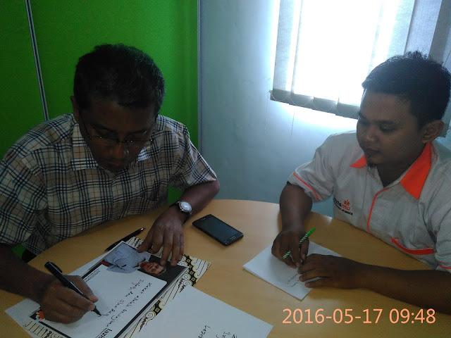 Kholid Ashari menuliskan statemennya untuk Lazismu Jember