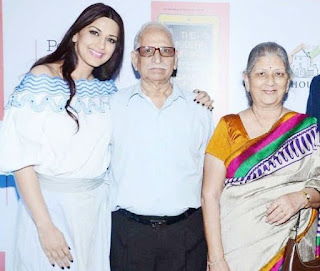 Sonali Bendre Family Husband Son Daughter Father Mother Marriage Photos Biography Profile.