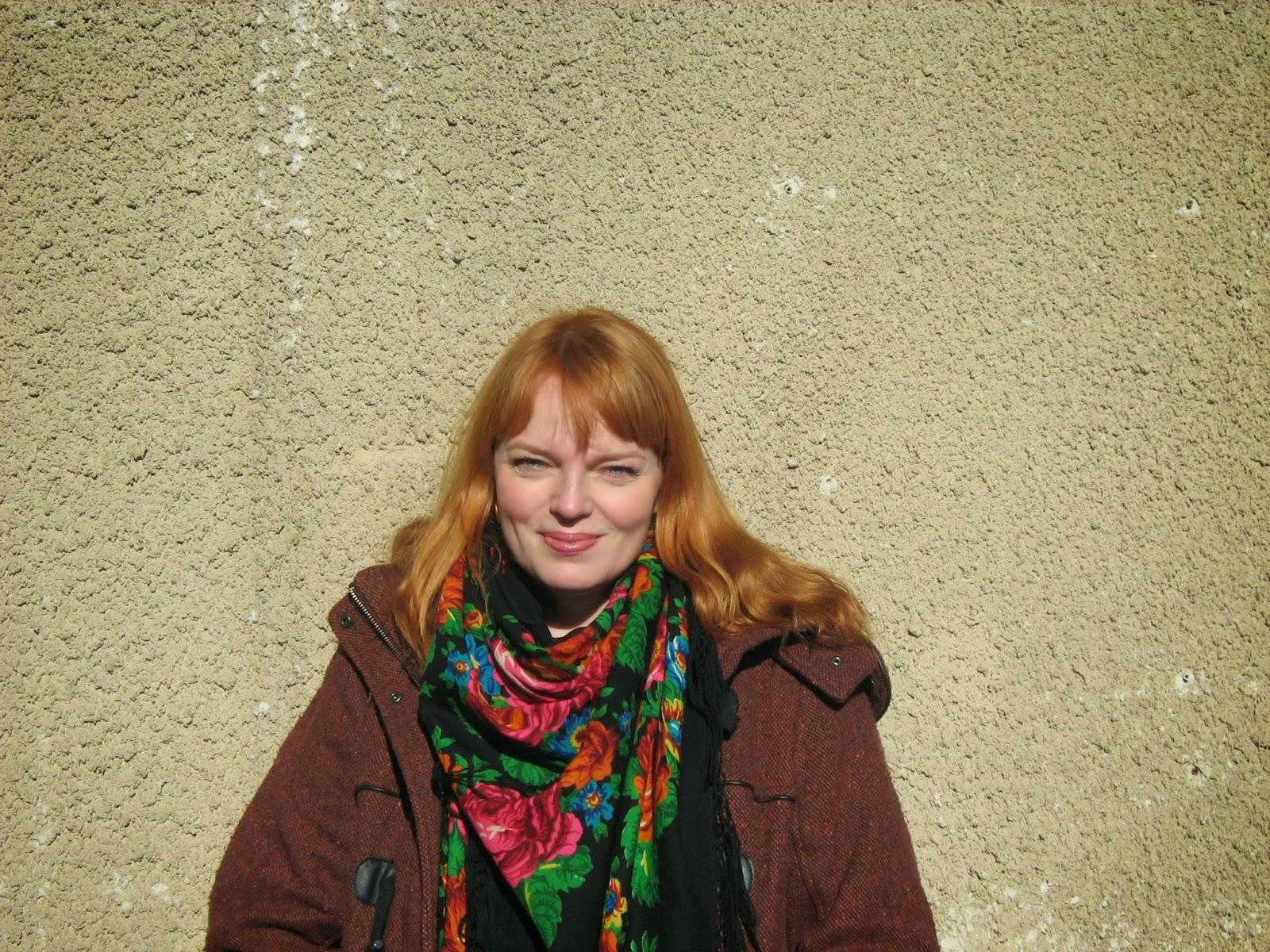 Teatterikärpäsen puraisuja : Haastattelussa Petra Karjalainen