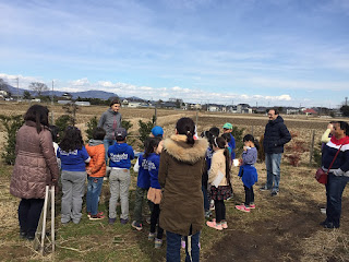 Tsukuba International School visiting our solar sharing chicken farm