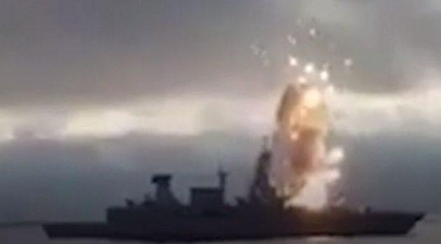 Ανατινάχτηκε αντιαεροπορικός πύραυλος σε κατάστρωμα φρεγάτας (vid)