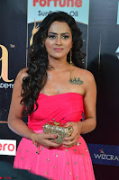 Sraddha in Sleeveless Off Shoulder Pink Dress at IIFA Utsavam Awards March 2017 012.JPG