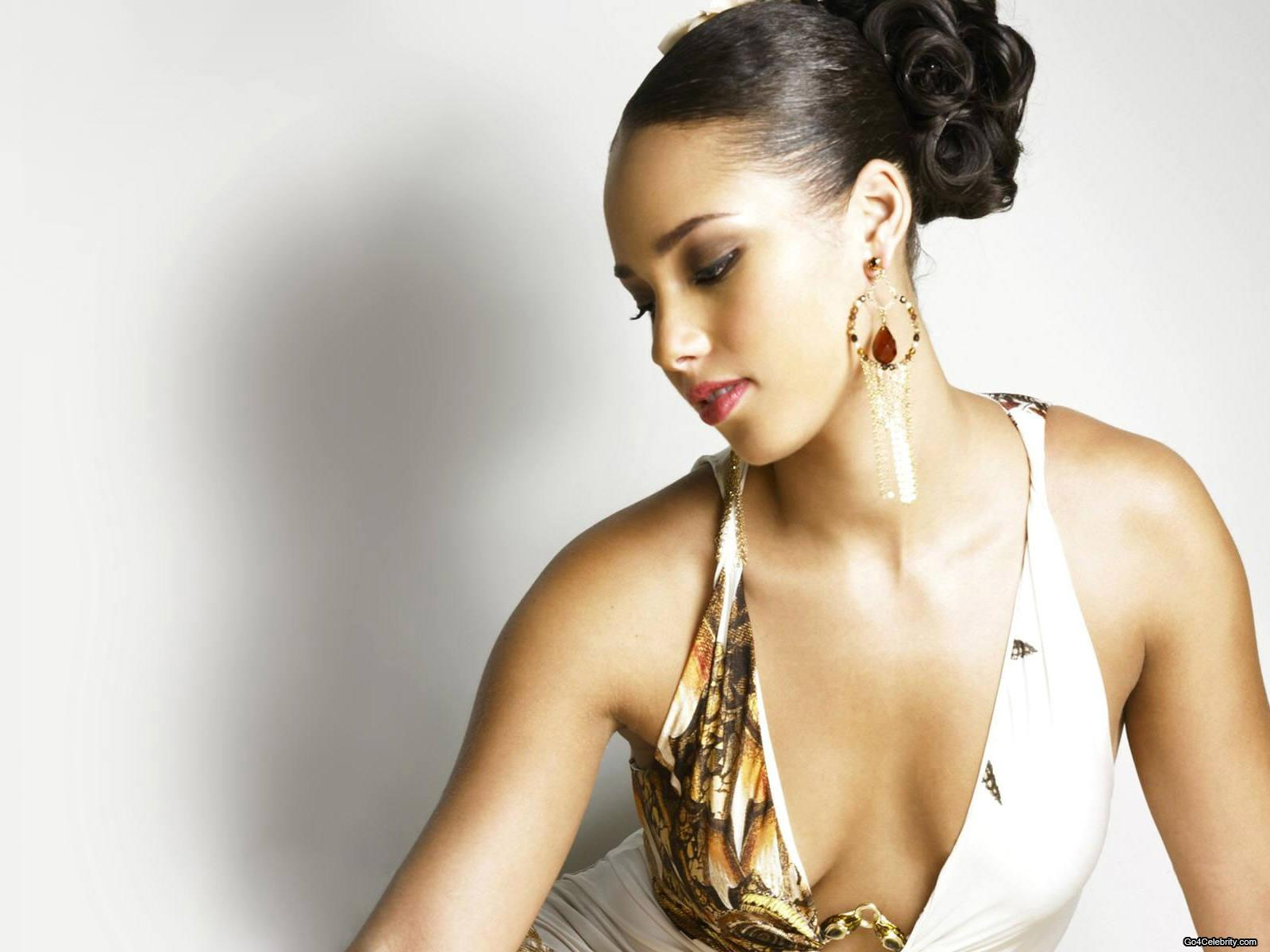 To Twitter Share To Facebook Labels Alicia Keys Celebrity Hairstyles