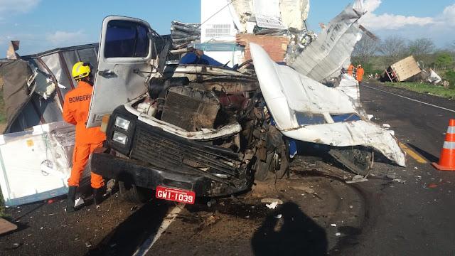 Em Canapi/AL, colisão entre carreta e caminhão na BR-423 resulta na morte de uma  pessoa
