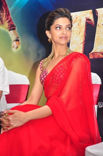 Deepika Padukone Hot in Red Saree Pics For Raana Press ...