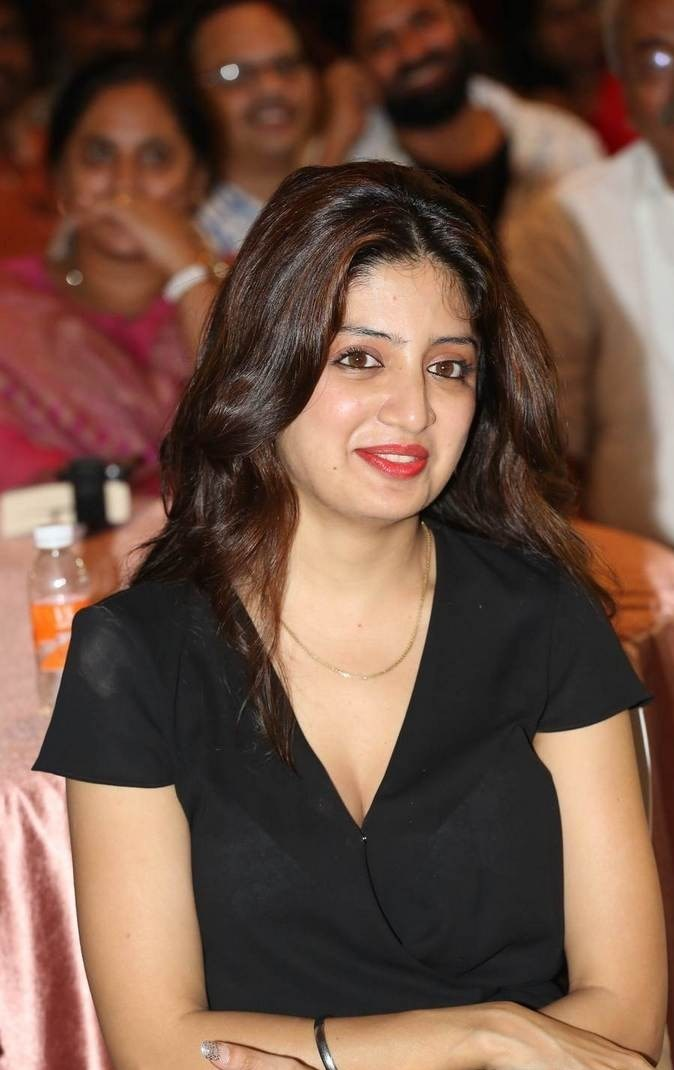 Poonam Kaur Photo Gallery with no Watermarks, Poonam Kaur hot Pics in black Dress from 365 Days Movie Audio Launch