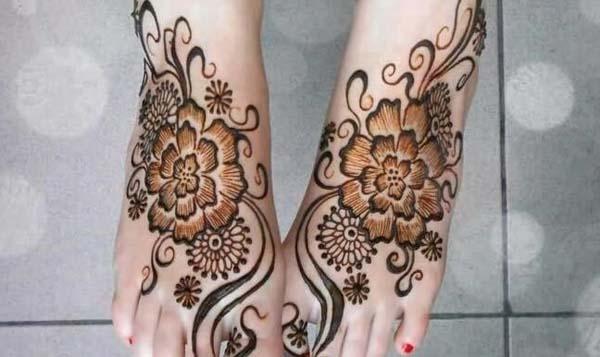 gambar motif henna di kaki