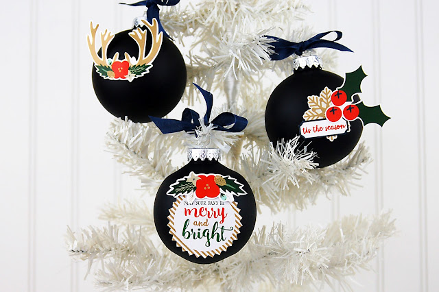 How to decorate Christmas ornaments with stickers. Great kids Christmas craft! #christmascraft #kidscraft #holidaycraft #ornament