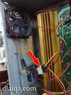 sambung konektor daya ke kipas tambahan