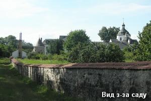 Монастир з-за саду