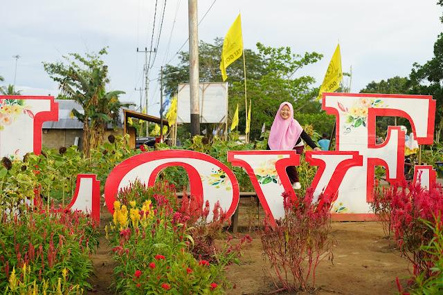 latar belakang selfie di Rajati Flower Garden