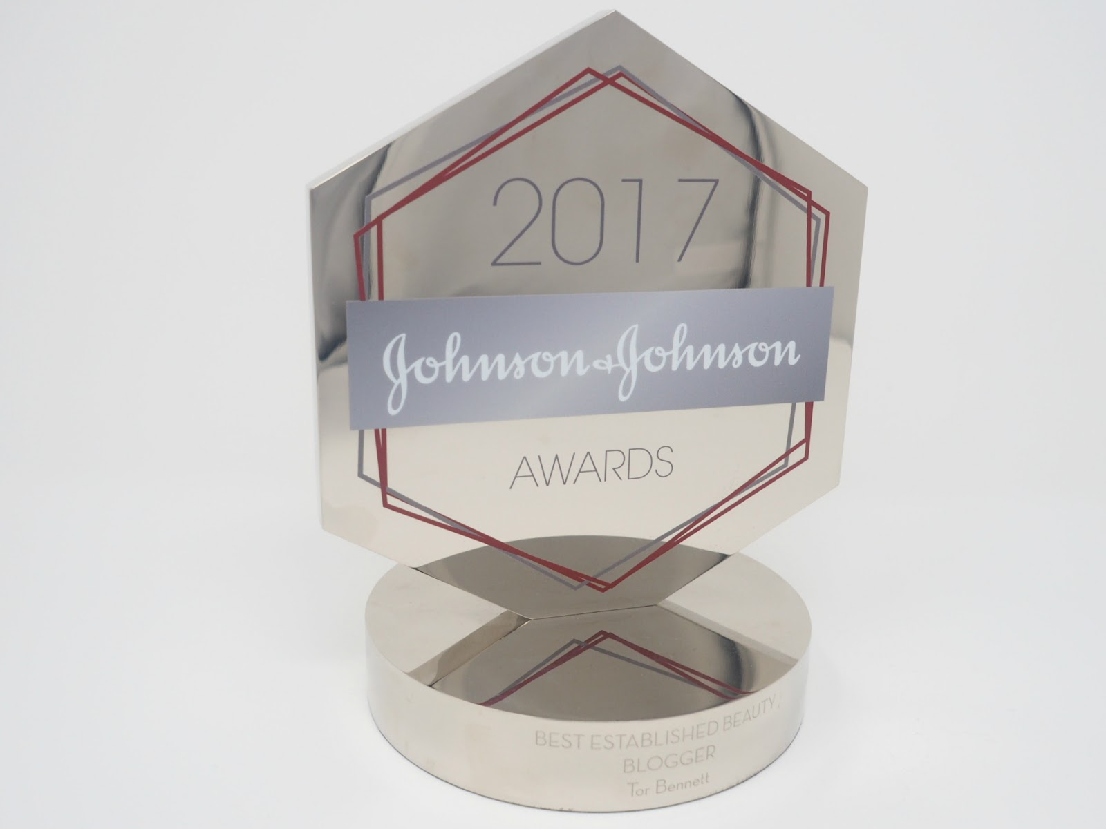 Johnson & Johnson Beauty Awards Trophy Best Established Beauty Blog Winner