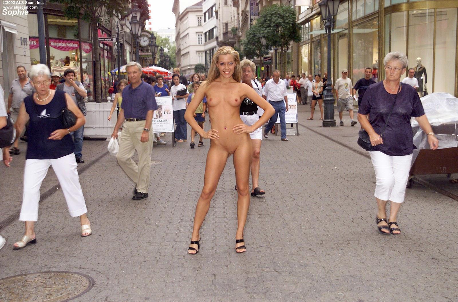 Japan Hd Nude In Public 111