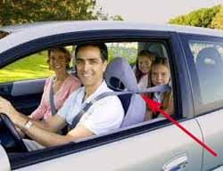 tablet jadi TV mobil untuk perjalanan luar kota bersama keluarga.