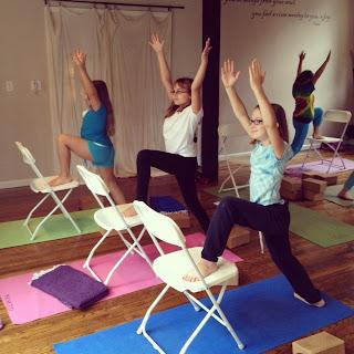 alluem kids chair yoga