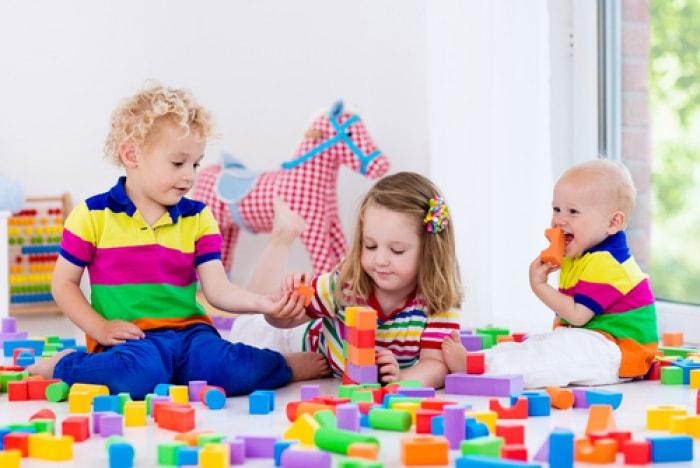 Đồ chơi xếp hình khối bằng gỗ giúp bé thỏa thích phát huy trí tưởng tượng