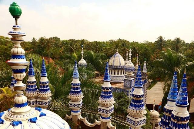 Bentuk menara Masjid Ajaib
