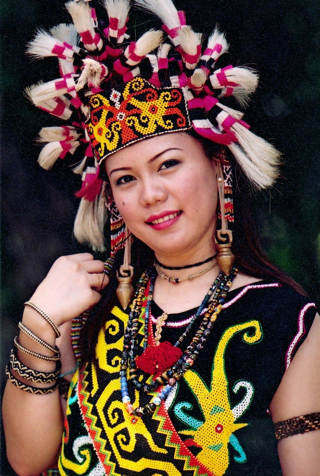 Sarawak Traditional Costume and Handicraft: Orang Ulu