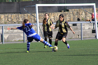 El Barakaldo CF gana 2-1 ante el Berriotxoa en La Siebe
