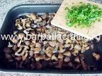 Ciuperci la cuptor cu usturoi preparare reteta - adaugam patrunjelul tocat
