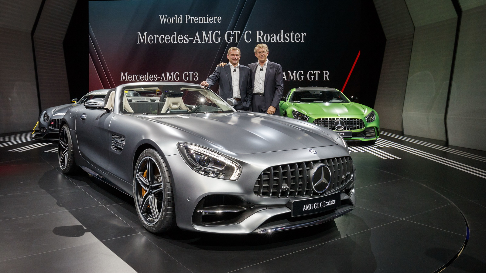 mercedes amg gt c roadster just looks mega in the flesh. Black Bedroom Furniture Sets. Home Design Ideas