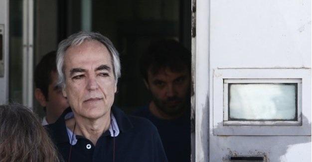 Ο Κουφοντίνας κάνει βόλτα στο κέντρο της Αθήνας και «τυχαια» ηταν εκεί ιστοσελίδες του ΣΥΡΙΖΑ !