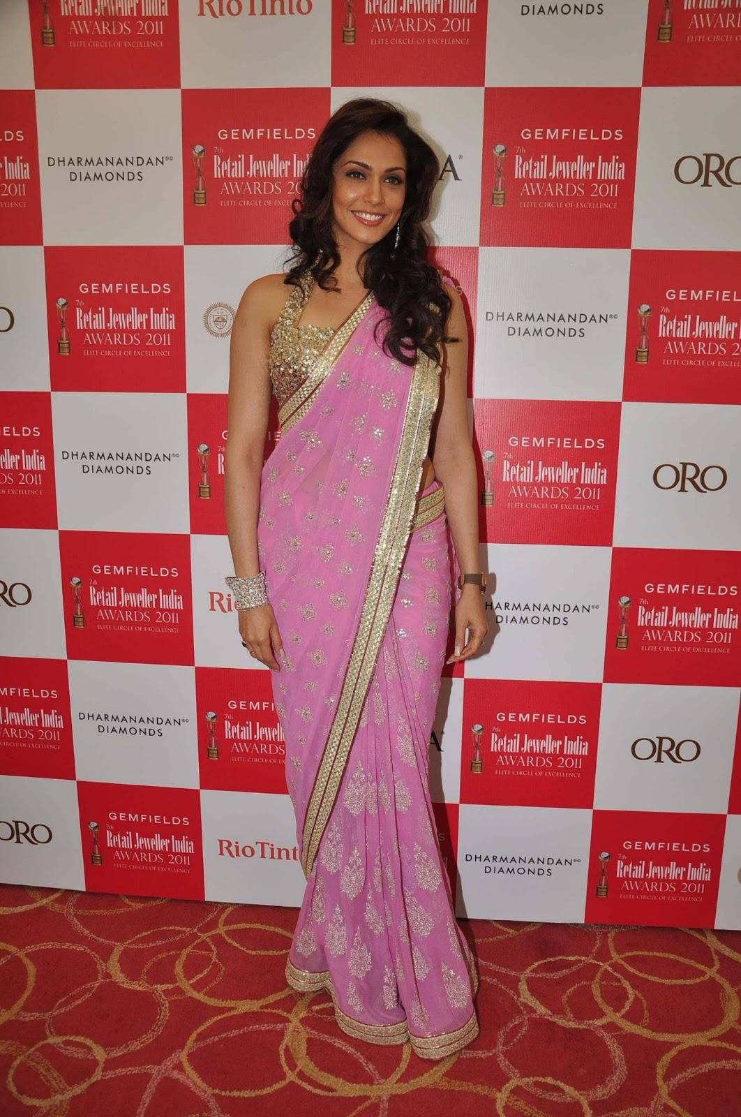 Suave Isha koppikar in pink saree