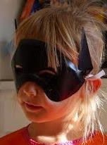 http://translate.google.es/translate?hl=es&sl=auto&tl=es&u=http%3A%2F%2Fwww.filthwizardry.com%2F2008%2F10%2Fmilk-jug-bat-masks.html&sandbox=1