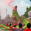 Naga dan Barongsai Menggeliat Semburkan Asap di Depan Mapolresta