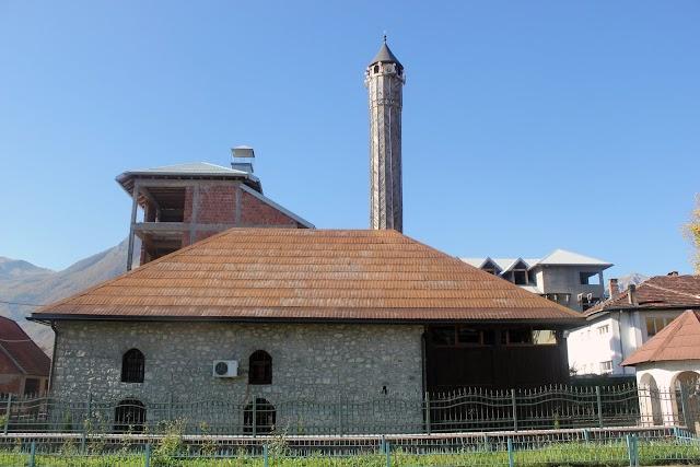 Vezirova džamija u Gusinju