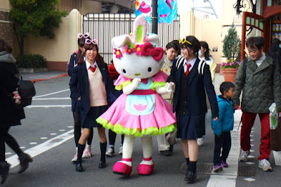 Hello Kitty Photo with Character at Universal Studios Japan