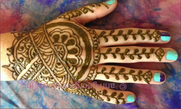 traditional henna pattern