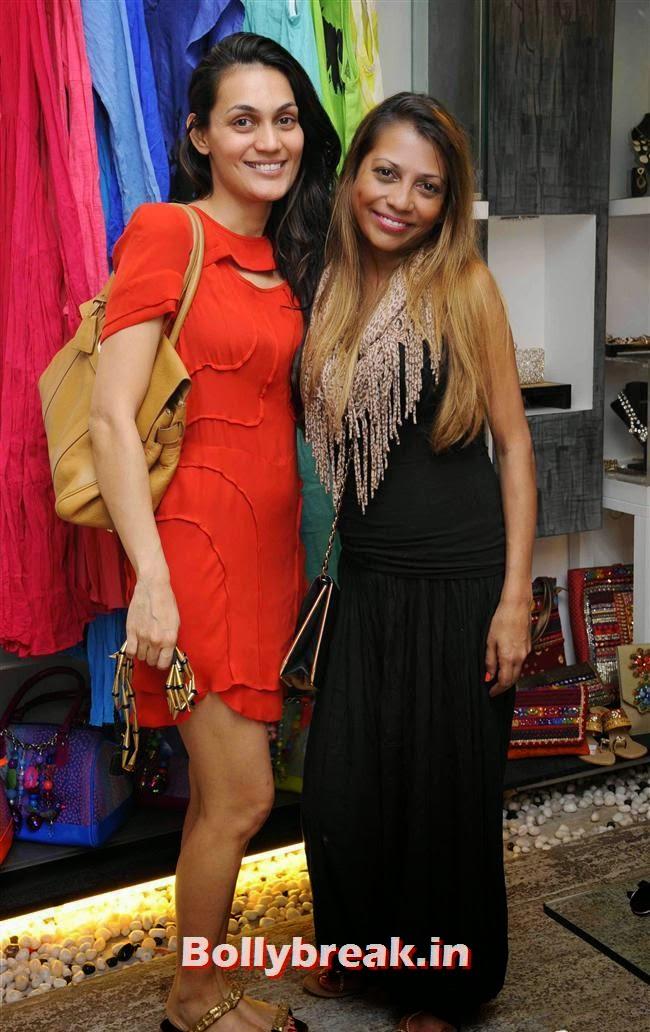 Kavita Lakhani (L) with a friend, Akanksha Agarwal at 'YOU Presents Resort Wear Collection'