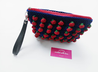 dompet make up, dompet kosmetik, dompet rajut, dompet rajut strawberry, dompet strawberry, strawberry purse, strawberry purse, crochet make up pouch, crochet strawberry purse, crochet strawberry stitch, strawberry stitch, crochet make up purse, tas rajut strawberry, dompet rajutan