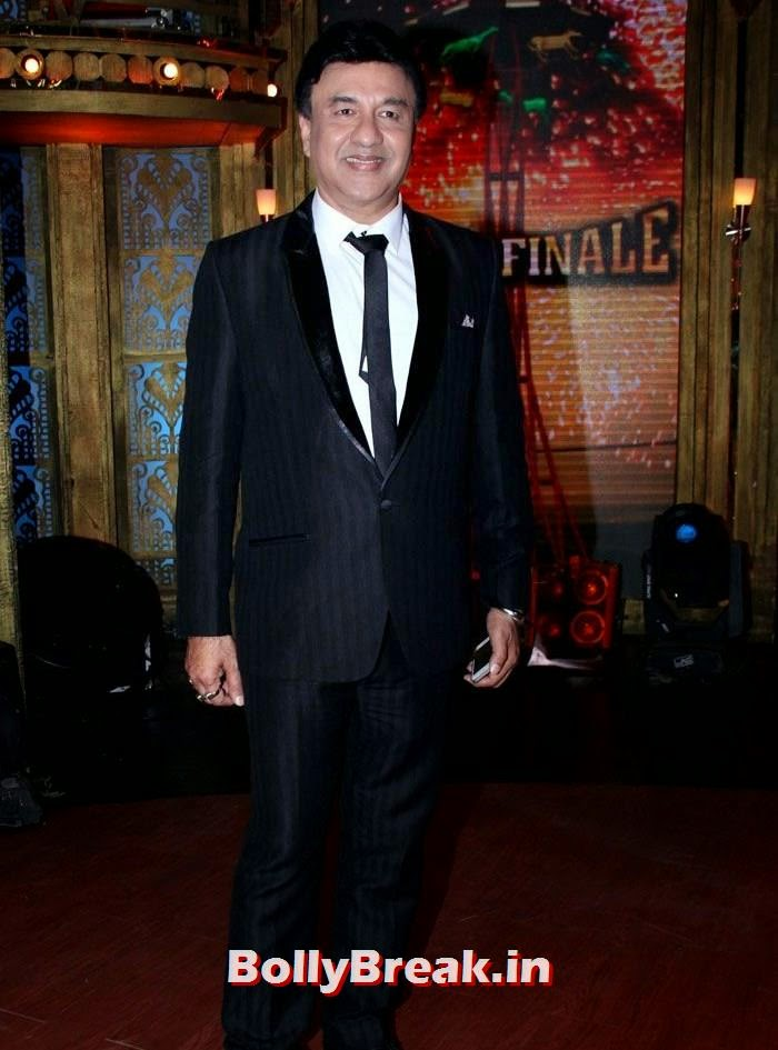 Anu Malik, Sonam Kapoor in Amazing Dress - Pics from EKLKBK