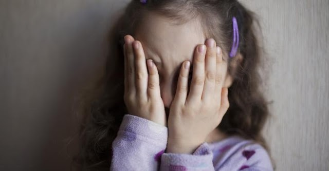 Un camionneur qui se photographiait en train de violer des petites filles est libéré de prison.