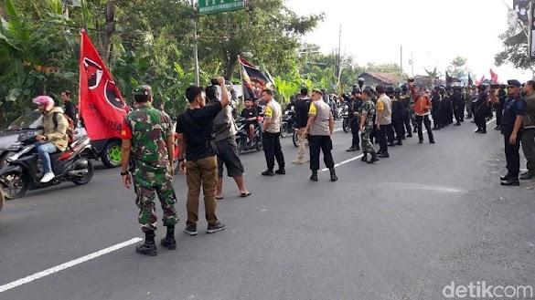 Fakta yang Terungkap dalam Ricuh Massa Pro Jokowi di Markas FPI DIY