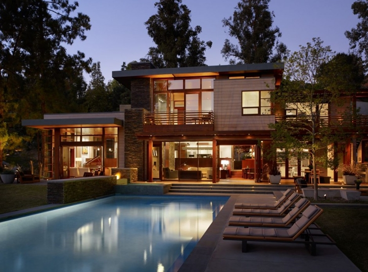 Swimming pool at Mandeville Canyon Residence by Rockefeller Partners Architects