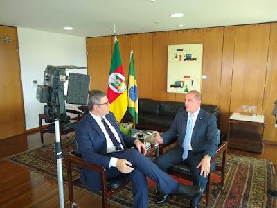 Felipe e Onyx durante entrevista (Divulgação/SBT)