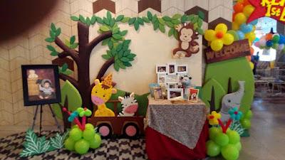 Dekorasi background photobooth tematik relief untuk acara ulang tahun