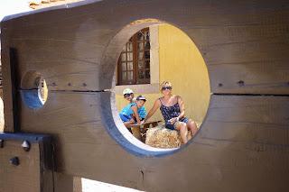 Yolanda, Izan y Joel en el Castelo Velho.