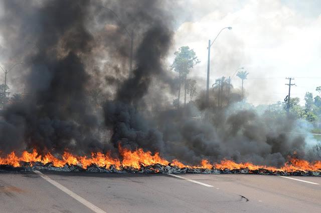 A bera da falência, sem conseguir manter serviços básicos, UNIR entra em protesto juntamente com IFRO contra privatização