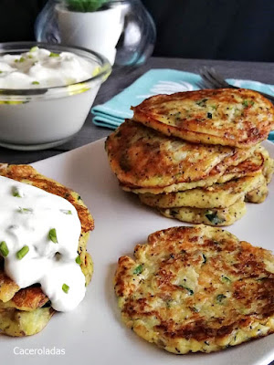 Tortitas de verduras con salsa de yogur