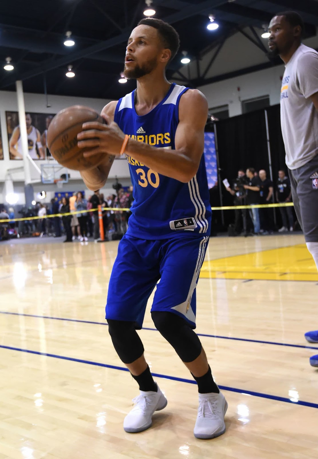 Steph Curry Wore A White Curry 4 Low During Practice