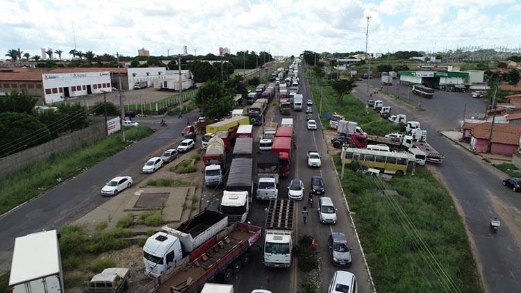Governo e caminhoneiros tentam acordo para tentar suspender greve por 15 dias