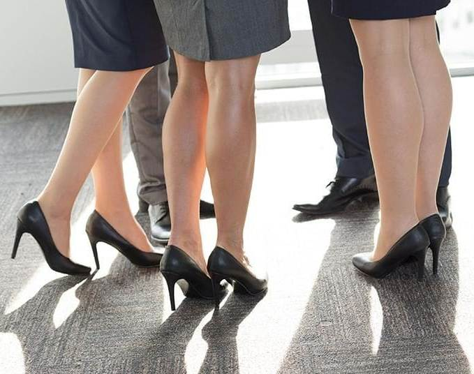 A month ago, 25 restaurant chains in Ontario stopped forcing female employees to wear heels and short skirts as part of their uniform.