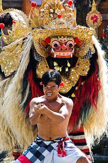 Indonesia memiliki budaya yang kaya, salah satunya tari Barong dari Bali Indonesia Wisataarea.com